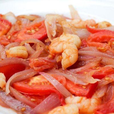 Prawns, Tomato, Spanish Onion Plate Closeup